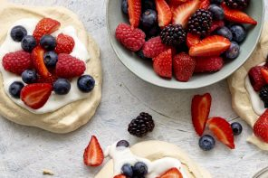 Autumn Mixed Berry Vegan Pavlova