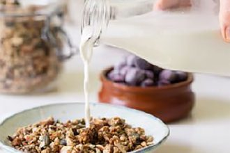 Quinoa gingerbread granola - Thrive Nutrition and Health Magazine
