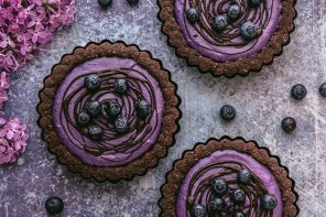Chocolate Cookie Tarts with Maqui Berry - Thrive Nutrition and Health Magazine