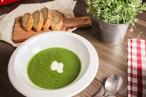 Creamy courgette and leek soup
