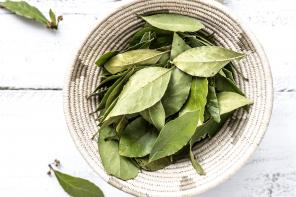 power of bay leaf oil